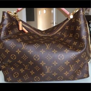 I am selling this Louis Vuitton purse!